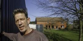 Maatregelen tegen buur Chris Dusauchoit na 'vliegenexplosie'