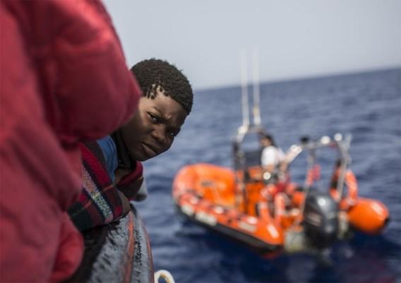 Spaanse boot zet met 59 migranten koers naar Barcelona