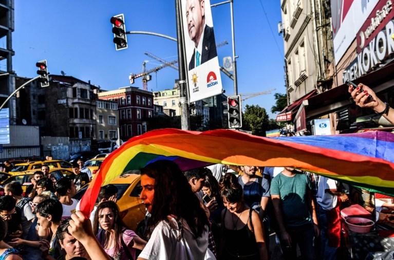 Politie verhindert Gay Pride in Istanbul