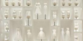 Grootste Dior-expo ooit kijkt verder dan Parijs