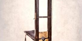 Waarom koopt een Franse zakenman een guillotine (waar Lady Gaga ooit naast greep)?