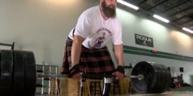 Man zonder benen neemt deel aan Schotse Highland Games