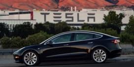Tesla-klanten zijn het wachten beu