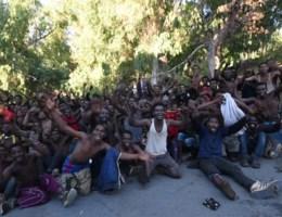 450 migranten geraken met geweld in Spaans gebied in Noord-Afrika