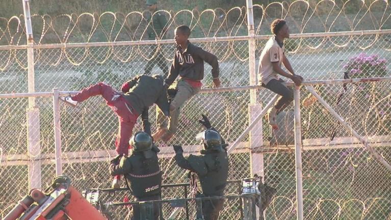 450 migranten raken met geweld in Spaanse exclave Noord-Afrika