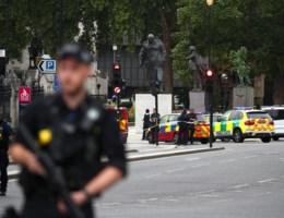 Chauffeur verdacht van terrorisme na crash tegen Brits parlementsgebouw