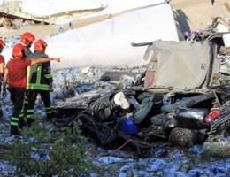 Dodentol ingestorte brug loopt op, tiental mensen gered