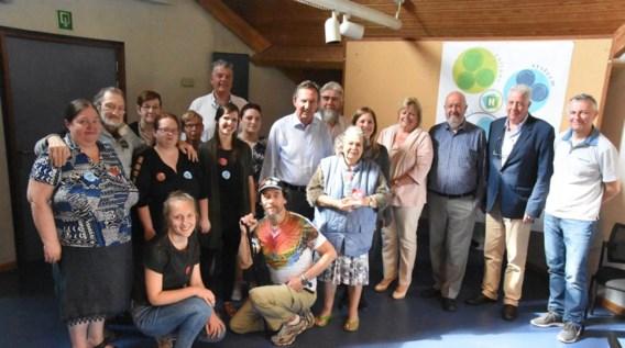 Open Armen schenkt symbolische kabouter aan schepencollege