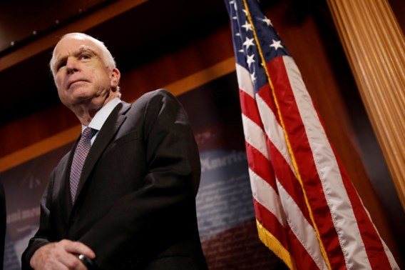 John McCain laat kankerbehandeling stopzetten