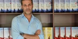 Khaled Hosseini brengt ode aan verdronken vluchtelingenjongen