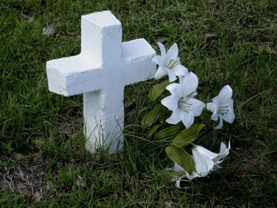 Baby van amper een week oud eenzaam begraven