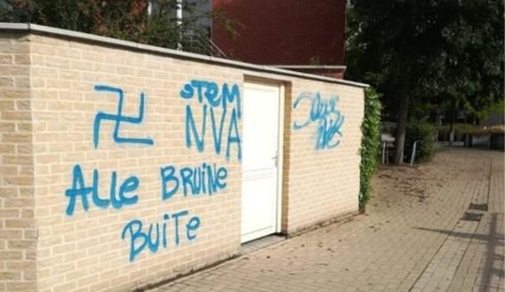 Moskee in Leuven beklad met racistische boodschap