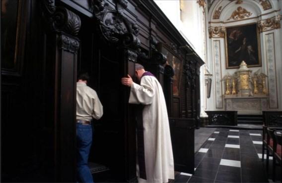 Priester staat terecht voor schuldig verzuim bij zelfdoding