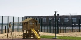 Kinderrechtencommissaris: 'Meisje van 6 staat doodsangsten uit in gesloten asielcentrum'