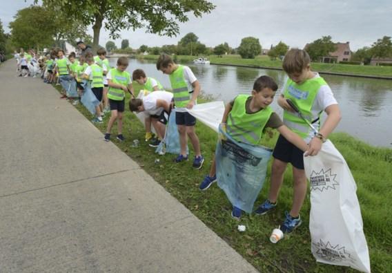 Een afvalzak, een handschoen en tien minuten tijd: grote opruimactie voor vrijwilligers