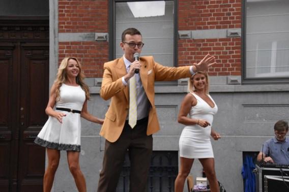 Bart Anneessens-Cops zingt, deelt pensen uit én wil burgemeester in Sint-Pieters-Leeuw worden