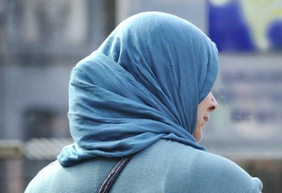 België veroordeeld omdat vrouw met hoofddoek rechtbank moet verlaten