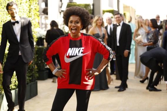 De meest gewaagde outfit bij de Emmy's? Een Nike-sweater
