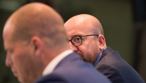 Michel zet Francken onder druk