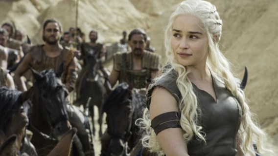 Emilia Clarke koopt 'drie draken'