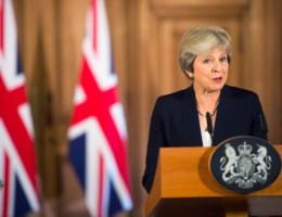 Brexit-gesprekken worden toxisch: May eist respect van EU