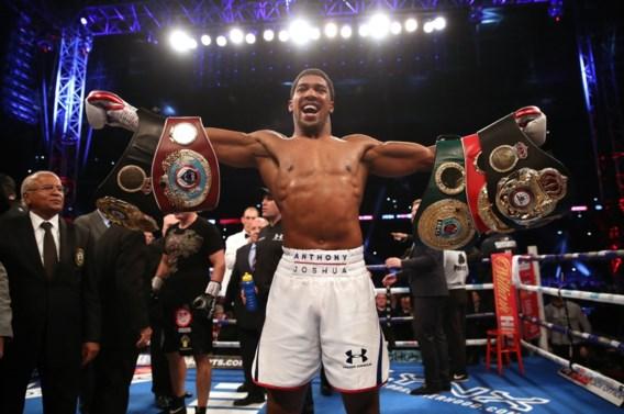 Anthony Joshua behoudt bokstitels bij zwaargewichten