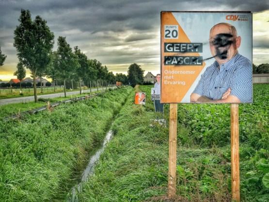 Veertigtal verkiezingsborden van CD&V-kandidaat met graffiti bespoten