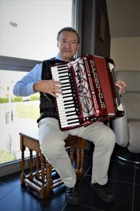 Roland trad ooit op met Elvis, nu vist hij naar de stem van de Wevelgemse senioren