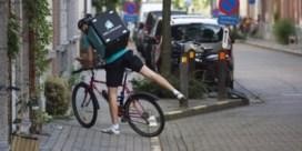 Moeten fietskoeriers, babysitters en jobstudenten belasting betalen?