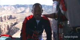 Will Smith viert vijftigste verjaardag boven de Grand Canyon