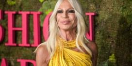Donatella stelt fans gerust: 'Versace blijft luxemerk'
