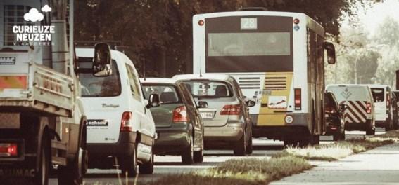 Groene kavels, rode wegen, zwarte kruispunten