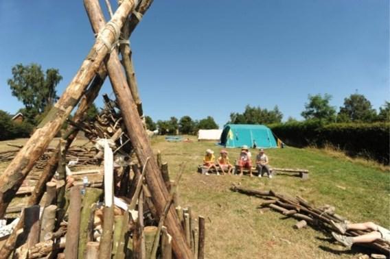 Scoutsleider brandmerkt drie kinderen op kamp