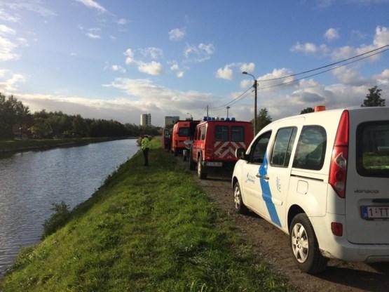 Vrouw rijdt in vaart en wordt gered door kanovaarder