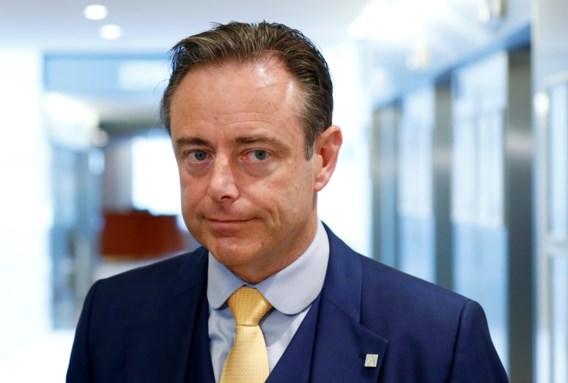 """""""Op debatten waar hij wel is, is Bart De Wever het grootste 'viswijf' van het gezelschap"""""""