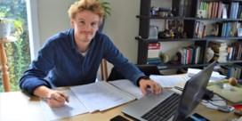 """Bas (22) kandidaat 22 sluit zich 22 uur op in Wevelgem: """"Ik wil politiek bewustzijn aanwakkeren"""""""
