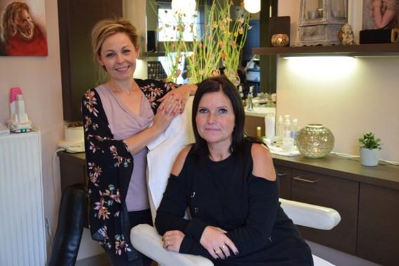 """Schoonheidsspecialistes Betty (49) en Sandra (46) kandidaat voor Anders: """"Als de mensen in onze stoel liggen, komen de tongen los"""""""