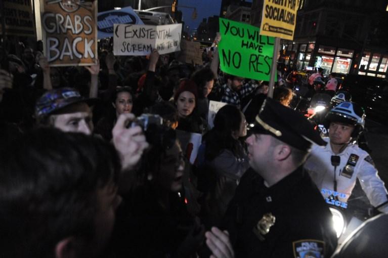 Kavanaugh ingezworen, Amerika blijft verdeeld achter