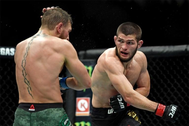 Kooivechter McGregor geeft op in titelgevecht tegen Nurmagomedov, massaal gevecht breekt uit