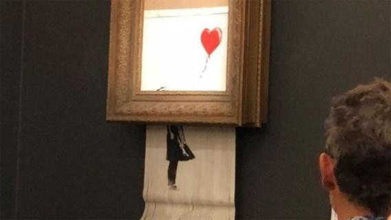 Banksy toont hoe hij versnipperaar installeerde