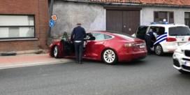 Advocaat Jef Vermassen crasht met Tesla en wordt onderzocht in ziekenhuis van Aalst