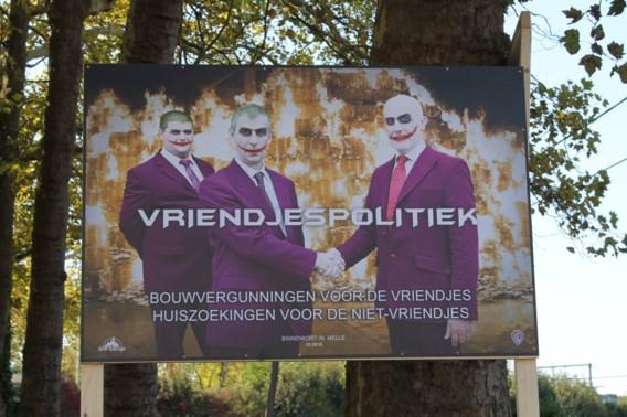 Afficheoorlog met een artistiek tintje: burgemeester wordt 'The Joker' bij Wim Delvoye