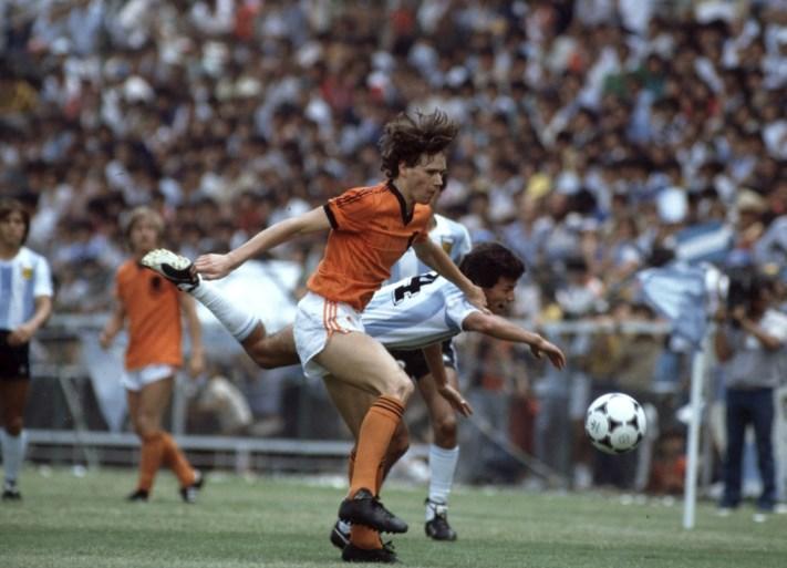 """Marco van Basten stapt op bij FIFA: """"Introductie van VAR op WK was een mijlpaal"""""""