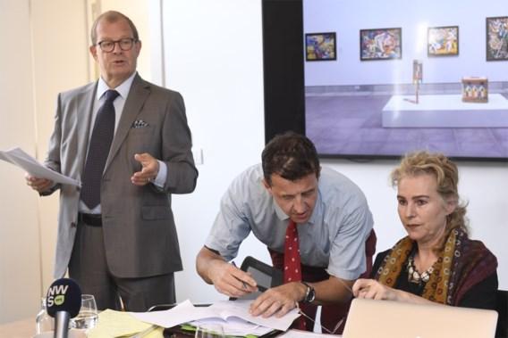 Deurwaarders vallen binnen op persconferentie De Zegher