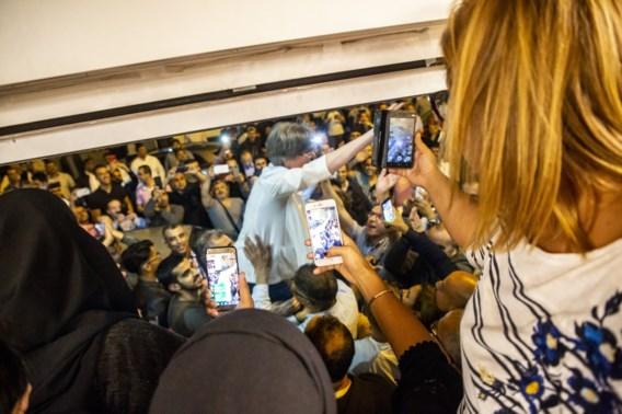 Ophef over beeld zegevierende PS: fotograaf dient Francken van antwoord