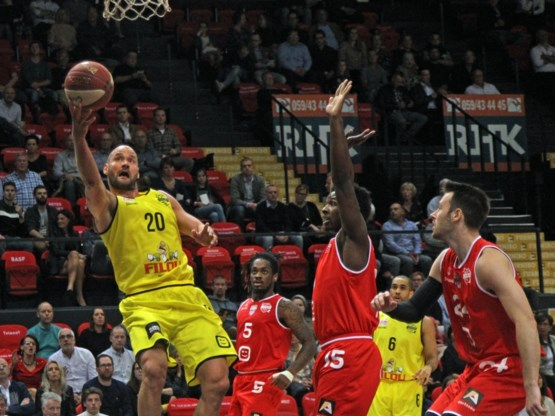 Oostende blijft ongeslagen en dient Antwerp Giants eerste nederlaag toe