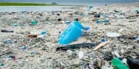 Drankindustrie lobbyt in Brussel om maatregelen tegen plastic soep uit te stellen