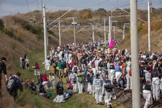 Ruim 3.000 activisten blokkeren sporen tegen bruinkoolmijnwinning in Duitsland