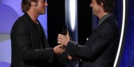 Felix Van Groeningen krijgt prijs uit handen van Brad Pitt voor zijn Amerikaans debuut