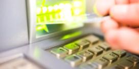 Geld afhalen met de bankkaart kost soms ook geld